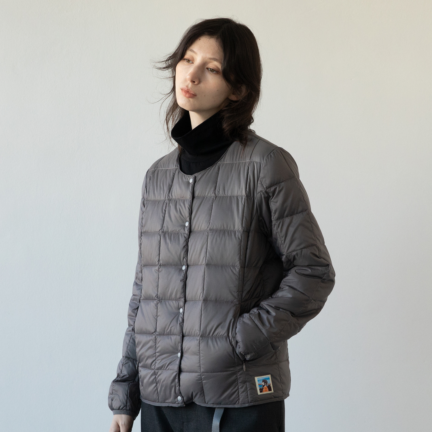 TAION X ANOTHEROFFICE WOMEN DOWN CARDIGAN (DARK GRAY)